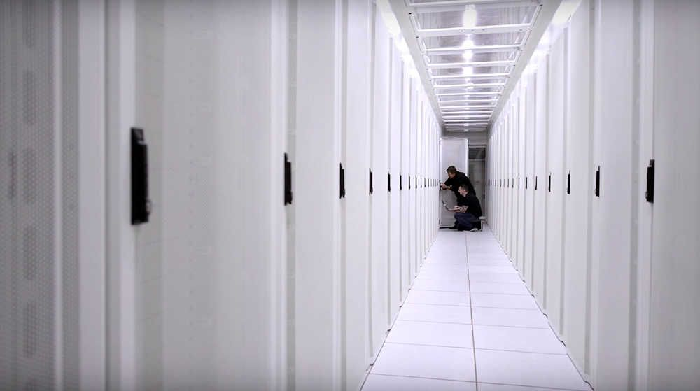 2Surge Hosting Data Center - Europe: Server Racks